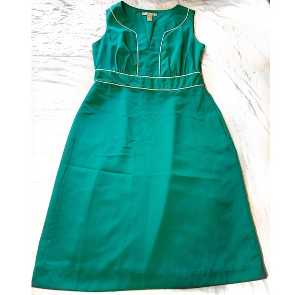 Banana Republic Dresses & Skirts - Banana Republic Sleeveless Fitted Midi Dress sz-4
